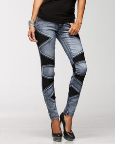 In the current world jeans has become a unisex piece of cloth. When you go to buy jeans for girls it. Funky Outfits, Jean Outfits, Boho Outfits, Girl Outfits, Sneakers Fashion Outfits, Winter Fashion Outfits, Denim Fashion, Denim Ideas, Denim Trends