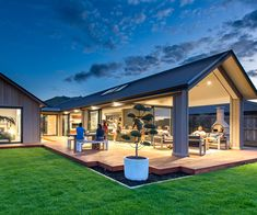 5 practical reasons why you should build a new home - Signature homes New homes come in many forns of construction such as ground up, remodeling, modular, log homes, new construction. Metal Building Homes, Building A New Home, Modern Barn House, Modern Farmhouse Exterior, Small House Plans, Outdoor Rooms, Indoor Outdoor, Beach House Decor, Exterior Design