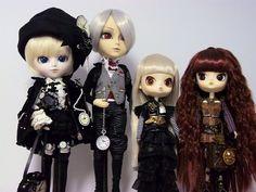 From left to right: Lucas (Isul - Johan), Henry (Taeyang - Lunatic White Rabbit), Amilia (Byul - Steampunk Rhiannon) & Kalli (Dal - Steampunk Ra Muw).