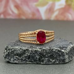 Gold Rings Jewelry, Gold Jewelry Simple, Jewelry Design Earrings, Gold Earrings Designs, Gold Bangles Design, Gold Jewellery Design, Ruby Rose, Rose Gold, Ruby Ring Designs