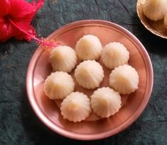 It's Ganesh Chathurthi, which means it's time for modaks! Enjoy this delicious, melt-in-the-mouth Suji Modak recipe with the whole family! Modak Recipe, Cupcake Decorating Tips, Indian Dessert Recipes, Cardamom Powder, Non Stick Pan, Easy Food To Make, Meals For One, Us Foods, Baby Food Recipes