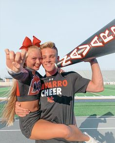 Cheer Stunts, Cheer Dance, Cheer Team Pictures, Cheers Photo, Cheer Poses, College Cheerleading, Cheer Workouts, Pep Rally, Best Friend Pictures