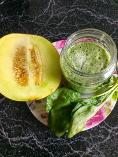 Today I made a refreshing juicy smoothie with melon and spinach. It was incredibly delicious! Ingredients: melon of your. Roh Vegan, Raw Vegan Recipes, Pickles, Cucumber, Smoothie, Food, Vegan Food, Spinach, Recipes