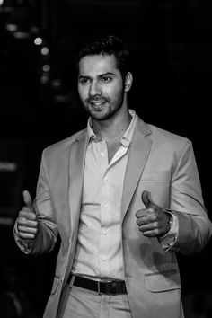 Picture of Varun Dhawan Bollywood Couples, Bollywood Stars, Indian Celebrities, Bollywood Celebrities, Varun Dhawan Wallpaper, Varun Dhawan Instagram, Varun Dhawan Photos, Alia Bhatt Varun Dhawan, Alia And Varun