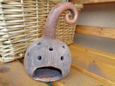 keramický svícen dýně ručně modelovaný z keramické hlíny, do spodní části se dá dát svíčka, horní část glazovaná, v. cca 18cm