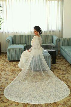 Dressed Dhananjaya Bandara White Saree Wedding, White Bridal, White Sari, Bridal Sari, Indian Bridal, Bridal Dresses, Christian Wedding Dress, Christian Bride, African Wedding Dress