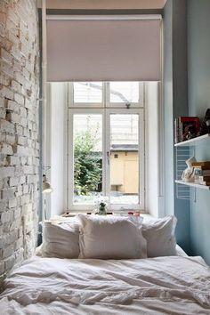 details, bedroom, , bed, shelf, brick wall, window, curtain, parede de tijolos, janela, curtina, edredom ,cama , pillow, trabalho, blue, azul