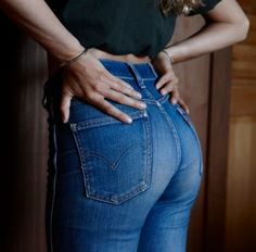 are you just gonna look at it, or are you gonna put something in it? Curvy Jeans, Sexy Jeans, Denim Fashion, Girl Fashion, Mode Jeans, Glamour, Levis Jeans, Levis 501, S Girls
