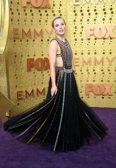 Emmy Awards Moda - viva do tapete vermelho - Awards - Gowns Christian Dior, Christian Siriano, Christian Louboutin, Kristen Bell, Celebrity Red Carpet, Celebrity Style, Lakshmi Photos, Isla Fisher, Dior Dress