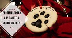 LokisLife   Hundeblog LokisLife   Hundeblog - Ein deutschsprachiger Blog über das Leben mit einem Hund aus dem Auslandstierschutz. Leser finden hier unter anderem DIYs, Literaturtipps, Produkttests, Empfehlungen und Tipps zur Hundeerziehung. Der Pfotenabdruck eines Hundes ist für seinen Halter etwas ganz besonderes. So lässt sich der Abdruck deines Lieblings für immer festhalten. Der Beitrag DIY: Pfotenabdrücke aus Salzteig als Tannenbaum-Deko oder Geschenkidee für Hundehalter erschien zuerst au Halter, Christmas Ornaments, Holiday Decor, Breakfast, Blog, Dog Training Tips, Diy, Food Coloring, Morning Coffee