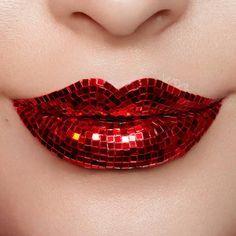 ❤️ Mosaic ❤️ Photography, makeup and modeled by me, @vladamua Retouching by @lifespotsretouch #lipart