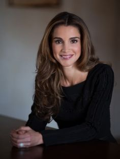 "Queen Rania de Jordania  ""Beauty, Elegance and Grace are evergreen and everlasting."" - Deodatta V. Shenai-Khatkhate"