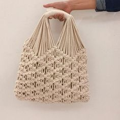 Macrame Purse, Macrame Knots, Free Macrame Patterns, Crochet Patterns, Macrame Wall Hanging Diy, Micro Macramé, Macrame Design, Macrame Tutorial, Macrame Projects