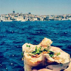 «Un kebab a #Istanbul au bord du Bosphore ça n'a pas de prix.»