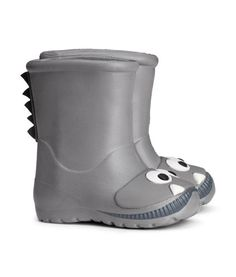 Gray. Boots in lightweight, waterproof material with printed motif.
