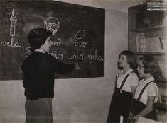Crianças assistindo aula no Instituto Nacional de Educação de Surdos - INES, Rio de Janeiro, abril de 1956. Arquivo Nacional. Fundo Correio da Manhã. BR_RJANRIO_PH_0_FOT_06846_133 Ph, Reusable Tote Bags, National Archives, Rio De Janeiro, Fotografia, Photos