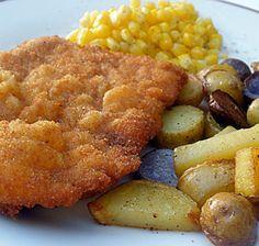 Schnitzel : viandes et même poissons panés, le grand classique d'une carte autrichienne, servi dans tous les restos. - Wiener Schnitzel : la plus connue des escalopes panées (veau exclusivement pour bénéficier de l'appellation), souvent servie avec pommes de terre persillées et sauce aux airelles.