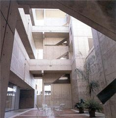 Louis Kahn. Sunken Courtyard, Salk Institute