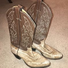 Justin Cowboy Boots ON HOLD UNTIL 1/28. Justin cowboy boots. Men's size 8. Used but in good condition Justin Shoes Combat & Moto Boots