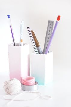 desk organising made pretty with diy ombre pen pots Diy Ombre, Desk Organization Diy, Diy Desk, Desk Storage, Organizing, Diy Rangement, Style Me Pretty Living, Pot A Crayon, Pencil Cup