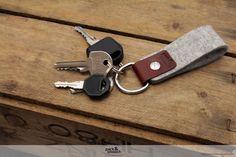 Keychain SELBY - 100 % pflanzlichem gegerbtem Leder - 100 % Merino-Wollfilz - kommt mit einem Paket zusammengeschnürt-Design (ideal für ein