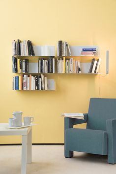TEEbooks bookshelves are really easy to put and astonishing good looking. Minimalist, the shelves disappear when you fill them with books ! #shelves #bookshelf #bookcase #design #idea