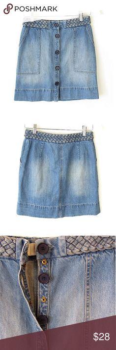 "Joie Sorren Braided Waist Denim Mini Skirt Sz 24 Brand: Joie Style:  Sorren: Braided Waist, Button Front, Patch Front Pockets, A-Line, Above Knee Skirt Size:  24 Color/Pattern:  Light/Medium Wash Denim Material:  85% Cotton, 15% Linen Measurements taken flat:  -Waist: 14"" -Length: 18""  Garment Care:Machine wash Condition: No flaws. See pictures for details. Joie Skirts Mini"