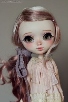 Hello! I'm Moomin by -Poison Girl --- And she absolutely gorgeous!! Possibly the prettiest custom Pullip I've seen to date ♡