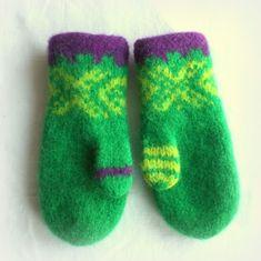 Tøffe knallgrønne votter, str år Fra Småvott :-D Toffee, Nye, Knitting, Design, Threading, Salt Water Taffy, Tricot, Breien, Knitting And Crocheting
