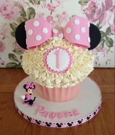 Minnie Mouse Giant Cupcake by Caroline O'Gorman – Caroline has gone for the buttercream top but instead of using swirls she's made little pi...