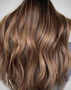 These Dark Blonde Color Ideas Are Low-Maintenance Goals Dark Blonde Balayage, Warm Blonde Hair, Dark Blonde Hair Color, Blonde Hair Looks, Cool Hair Color, Caramel Blonde Hair, Light Caramel Hair, Neutral Blonde Hair, Bright Blonde