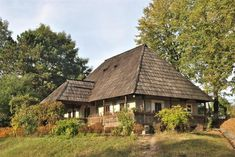 "Traditional houses in rural Romania (case traditionale romanesti) *** Upon arriving in her new home country in the young wife of Prince Carl of Romania noticed in her writings: ""Every R… Romania People, Magical Home, Medieval Houses, Rural House, Concept Home, Bucharest Romania, Dream Properties, Modern Landscaping, Traditional House"