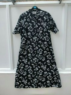 Norman Linton Dress Black and White Zip Front Short Sleeve Size 14 Norman, Dresses For Sale, Dress Black, Size 14, High Neck Dress, Short Sleeve Dresses, Zip, Black And White, Casual