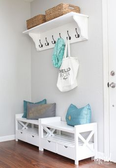 Triple your storage and boost organization at your entryway with clever shelving, hooks, and drawers. Hallway Decorating, Entryway Decor, Diy Home Decor, Room Decor, Boho Living Room, Home Organization, Home Projects, Diy Furniture, Sweet Home