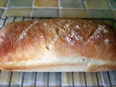 PAIN DE MAIS : 100ml de lait + 295ml d'eau + 2CS HV d'olive + 2cc de sel + 1cc de sucre + 400g de farine t 55 + 260g de farine de maïs + 1sachet de levure de boulanger => Mettre tous les ingrédients dans la MAP,programme pâte.Le programme terminé,sortir le pâton et le dégazer pour enlever les bulles d'air le mettre dans un moule à pain ou sur une plaque de cuisson et le laisser gonfler 1 heure.Le badigeonner d'huile d'olive et enfourner à four chaud pendant 30 minutes th 7 200°C.