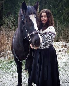 Proper riding skirt weather today. If you would like to join the riding skirt squad too, you can buy it from @klesarven (pc:@annemarthesb ) #ridingskirt #klesarven #froyathecoldbloodhorse #knittedjumper #winterinnorway #horsephoto
