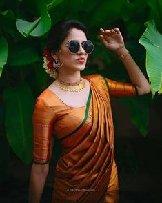 South Indian Bride Saree, Indian Bridal Sarees, Indian Bridal Outfits, Indian Bridal Fashion, Indian Designer Outfits, Indian Beauty Saree, Bridal Lehenga, Photo Poses For Couples, Couple Photoshoot Poses