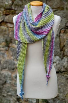 New knitting patterns scarves linen stitch 52 Ideas Free Knitting, Knitting Patterns, Crochet Patterns, Colored Rope, Linen Stitch, Triangle Scarf, Crochet Videos, Sock Yarn, Knitting For Beginners