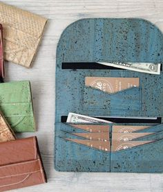The Lucky Penny Wallet is a simple, slim wallet that has been designed for sewing with cork fabric, vinyl, or kraft-tex. It only requires a small amount of material. I've also included Free SVG Cutting Files! Sewing Projects For Beginners, Sewing Tutorials, Sewing Hacks, Sewing Tips, Sewing Basics, Wallet Sewing Pattern, Sewing Patterns Free, Diy Wallet Pattern Free, Leather Wallet Pattern