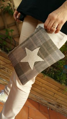 Emelir: Clutch a cuadros en marrón con estrella beig.