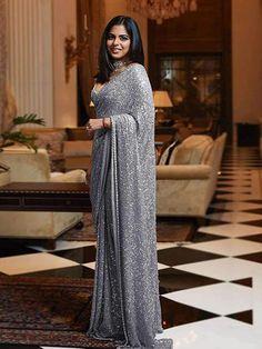 Indian Fashion Dresses, Indian Designer Outfits, Indian Outfits, Indian Clothes, Pakistani Dresses, Sabyasachi Sarees, Sabyasachi Designer, Designer Sarees, Designer Dresses