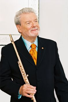 James Galway is one of the best known flutist today and a great ambassador for the flute. Thanks, James, for making flute music so popular. Music Love, Music Is Life, My Music, James Galway, Marching Band Memes, The Magic Flute, Band Nerd, Jazz Musicians, Classical Music