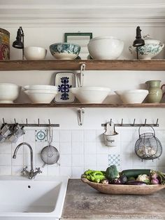 Country Kitchen Design Ideas: Some kitchens are made to be admired at a distance; country kitchens are made to be used. See the entire range of country kitchen style in this photo gallery Rustic Kitchen Sinks, Kitchen Shelves, New Kitchen, Vintage Kitchen, Kitchen Dining, Kitchen Ideas, Wood Shelves, Rustic Shelves, Natural Kitchen