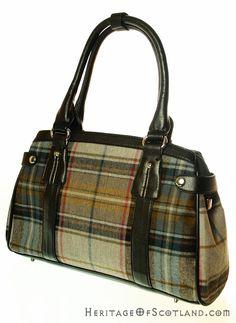 Click on the photo to go to our online store. Plaid handbag.    Ladies Wool Tartan Handbag, Stud Fastener, LA Check    Product ID: 18981