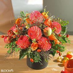Schöne Blumensträuße mit Dahlien