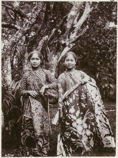 - INDONESIA - The Largest Archipelago Country in The World This thread to explore our unique culture, heritage and various ethnics from all regions and. Indonesian Women, Indonesian Art, Old Pictures, Old Photos, Vintage Photos, Vintage Artwork, Unity In Diversity, Dutch East Indies, Javanese