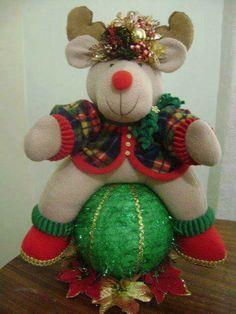 Bola ratona Christmas Wreaths, Christmas Crafts, Christmas Decorations, Holiday Decor, Christmas Bathroom, Reindeer, Ale, Hello Kitty, Merry