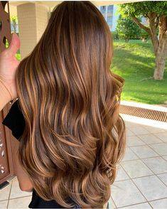 Long Wavy Ash-Brown Balayage - 20 Light Brown Hair Color Ideas for Your New Look - The Trending Hairstyle Brown Hair Balayage, Brown Hair With Highlights, Hair Color Balayage, Balayage Highlights, Caramel Highlights, Brown Blonde, Hair Color Shades, Ombre Hair Color, Brown Hair Colors