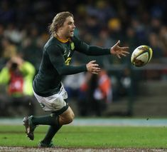 Faf de Klerk Photos - Faf de Klerk of South Africa passes the ball during the third test match between South Africa and England at Newlands Stadium on June 2018 in Cape Town, South Africa. South Africa Rugby, Famous Sports, Rugby League, Good Heart, Sports Teams, Cape Town, Team Logo, Third, Nfl