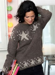 Sweater med stjerner by Ninette Hartwich Knitting Charts, Knitting Patterns, Fair Isle Knitting, Pulls, Knitwear, Free Pattern, Knit Crochet, Winter Fashion, Cardigans